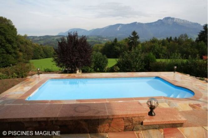 """Votre piscine et la nature : choisissez une implantation favorable<span class=""""normal italic petit"""">© Piscines Magiline</span>"""