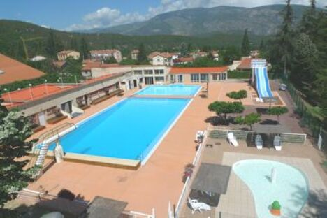 """Vue aérienne de la piscine de Vernet les Bains<span class=""""normal italic petit"""">DR</span>"""