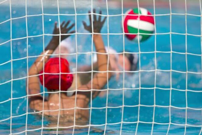 "Water polo : pratiquer un sport aquatique collectif  <span class=""normal italic petit"">© kisgorcs - Thinkstock</span>"