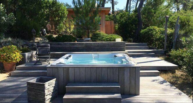 un spa 7 places par clair azur. Black Bedroom Furniture Sets. Home Design Ideas